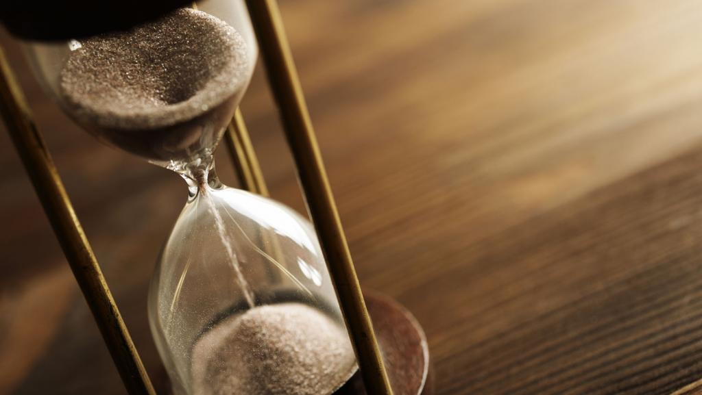 The 7 Steps of the Sales Hourglass